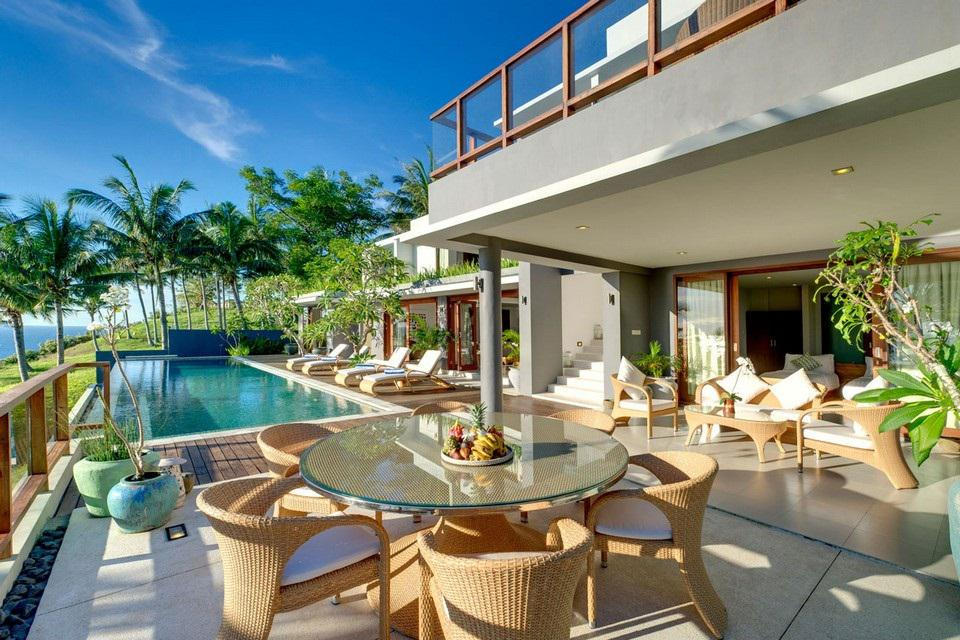 Luxury Malimbu Cliff Villa in Indonesia (8)