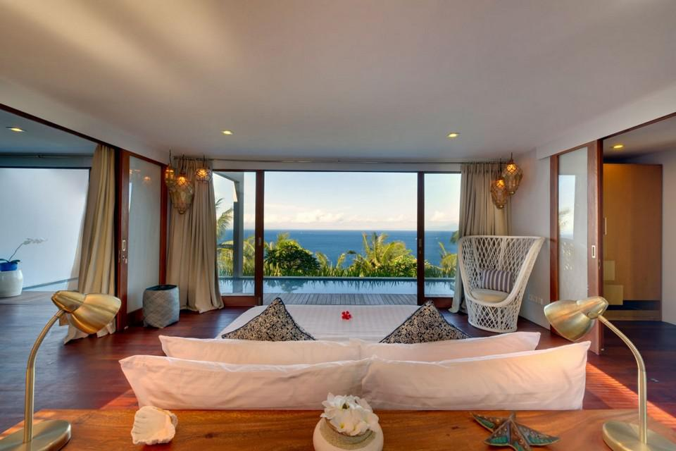 Luxury Malimbu Cliff Villa in Indonesia (4)
