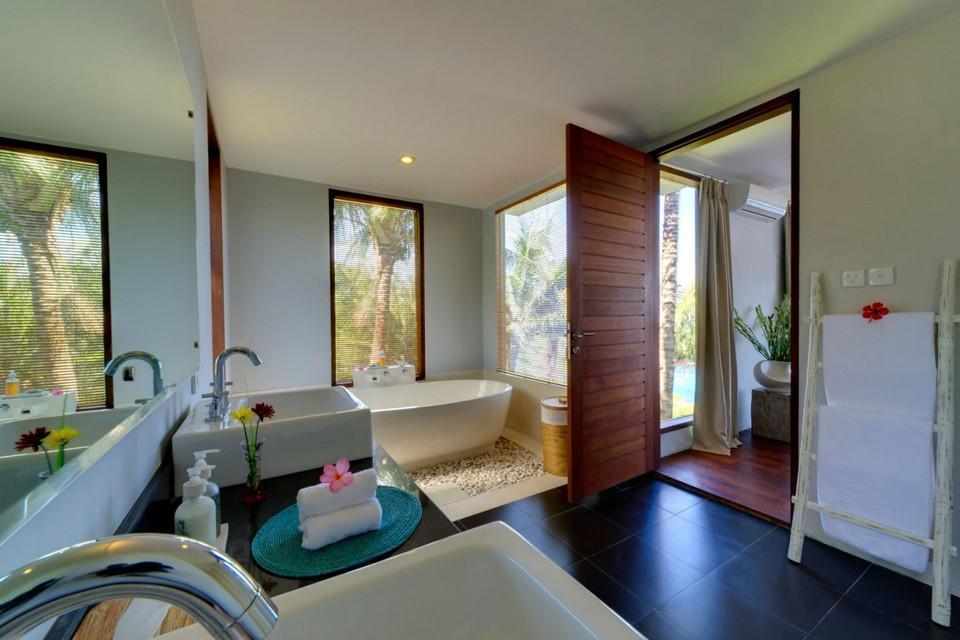 Luxury Malimbu Cliff Villa in Indonesia (1)