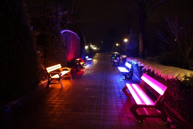 FOTON Solar-Powered illuminating Furniture (1)