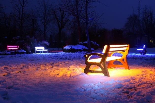 FOTON Solar-Powered illuminating Furniture (2)
