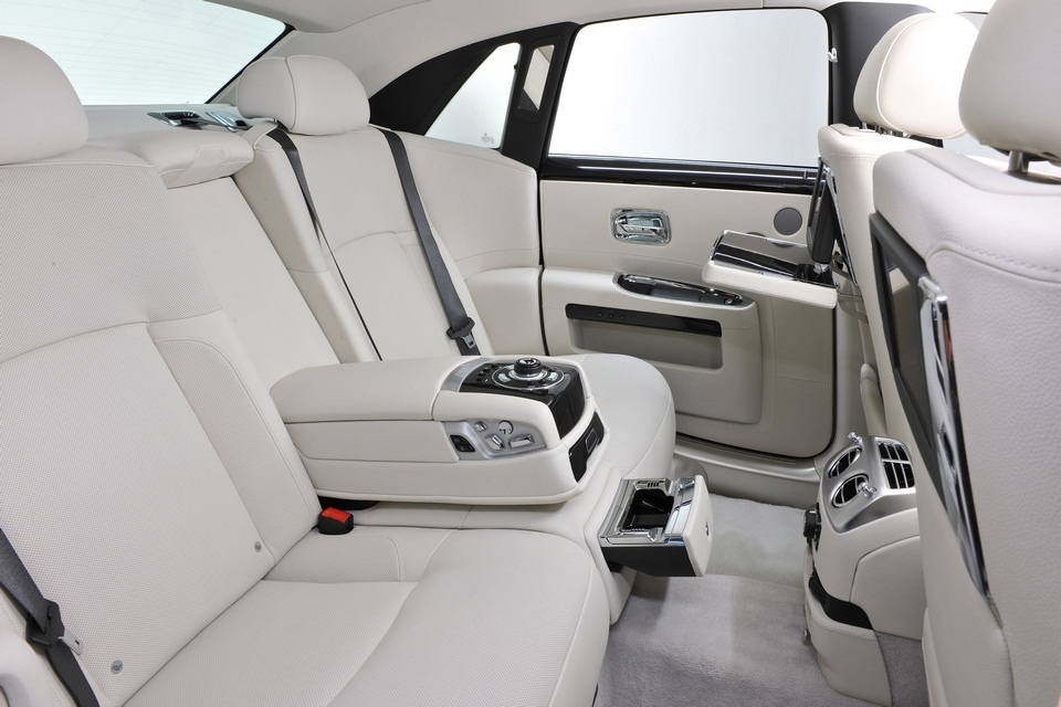 Rolls-Royce One Thousand and One Nights Bespoke Ghost Collection (3)