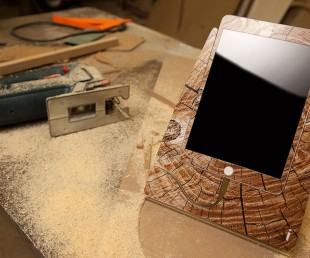 Cracked Wood iStand for iPad Mini