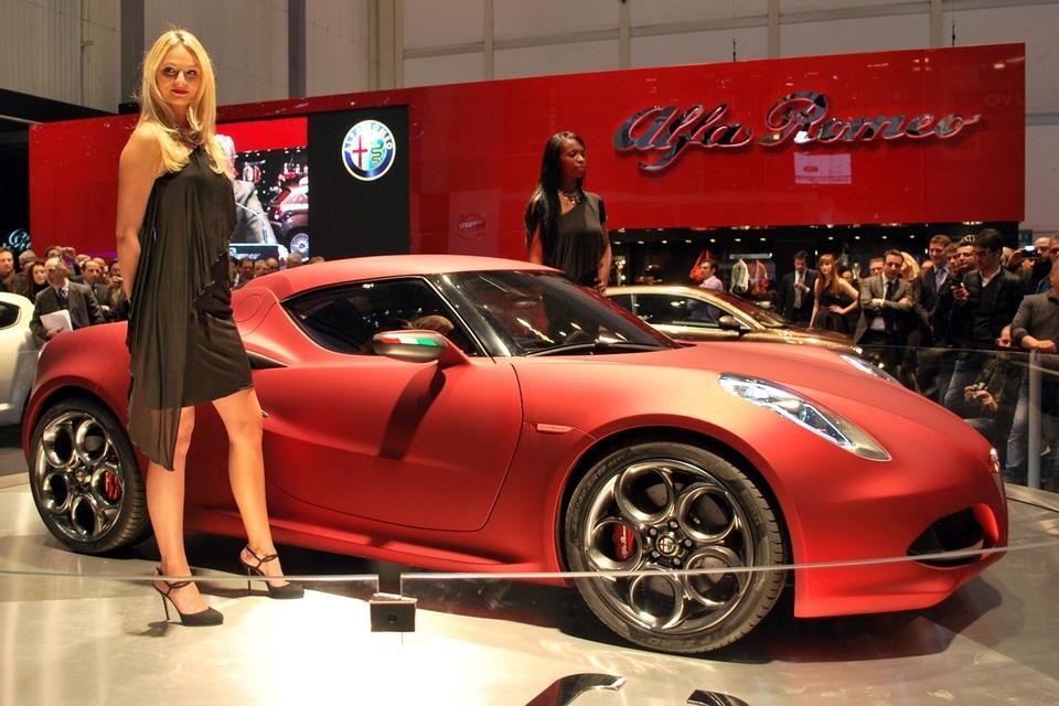 2013 Alfa Romeo 4C (2)