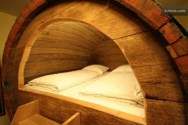 Beer barrel bedroom (6)