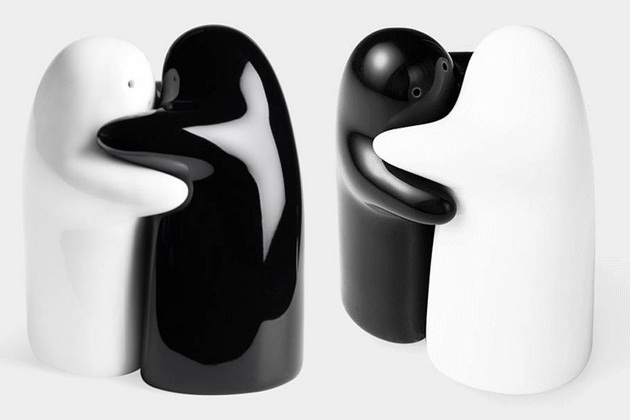 Hugging salt and pepper shakers bonjourlife - Hugging salt and pepper shakers ...