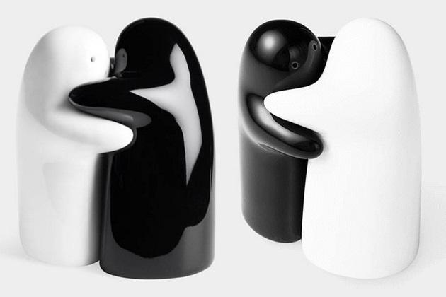 Hugging salt and pepper shakers bonjourlife - Hug salt and pepper shakers ...