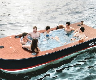 The Hot Tub Boat (3)