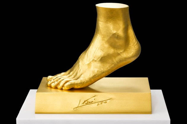 Lionel Messi Gold Foot by Ginza Tanaka (1)