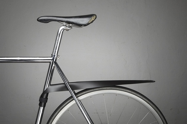 Musguard: A removable, rollable bicycle fender