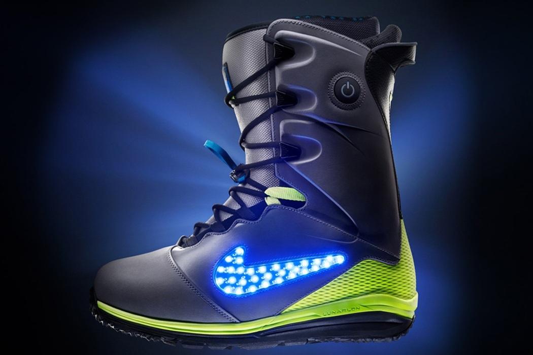 Nike LunarENDOR Quickstrike Snowboard Boot Lights on
