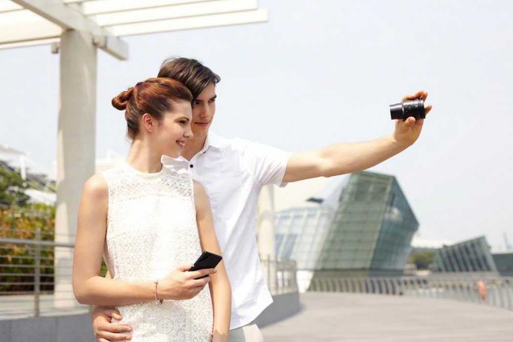 Sony Smartphone Attachable Lens-Style Camera (2)