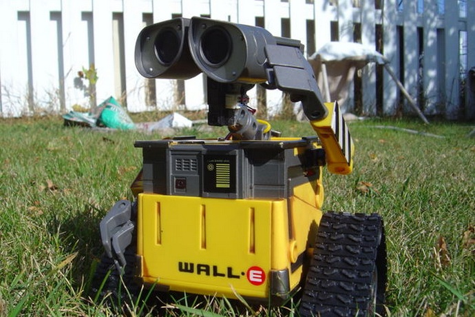 Arduino-Wall-E-Robot-With-Voice-Commands-7