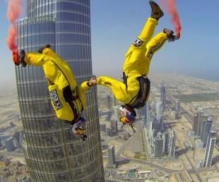 Breathtaking BASE Jump from Burj Khalifa Pinnacle