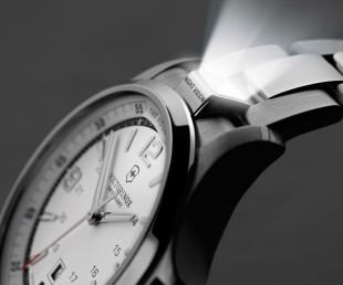 Victorinox Night Vision Watch Is Built To Last A Lifetime (1)