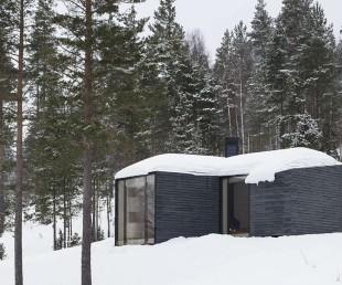Contemporary Norwegian Cabin Designed for Warmth