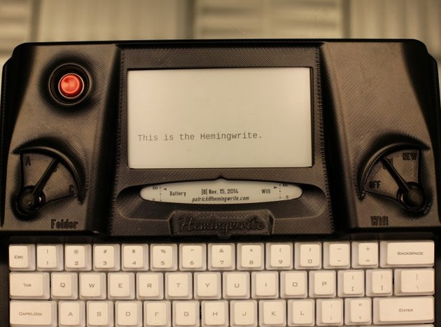 Hemingwrite Digital Typewriter Lets You Write Your Masterpiece (1)