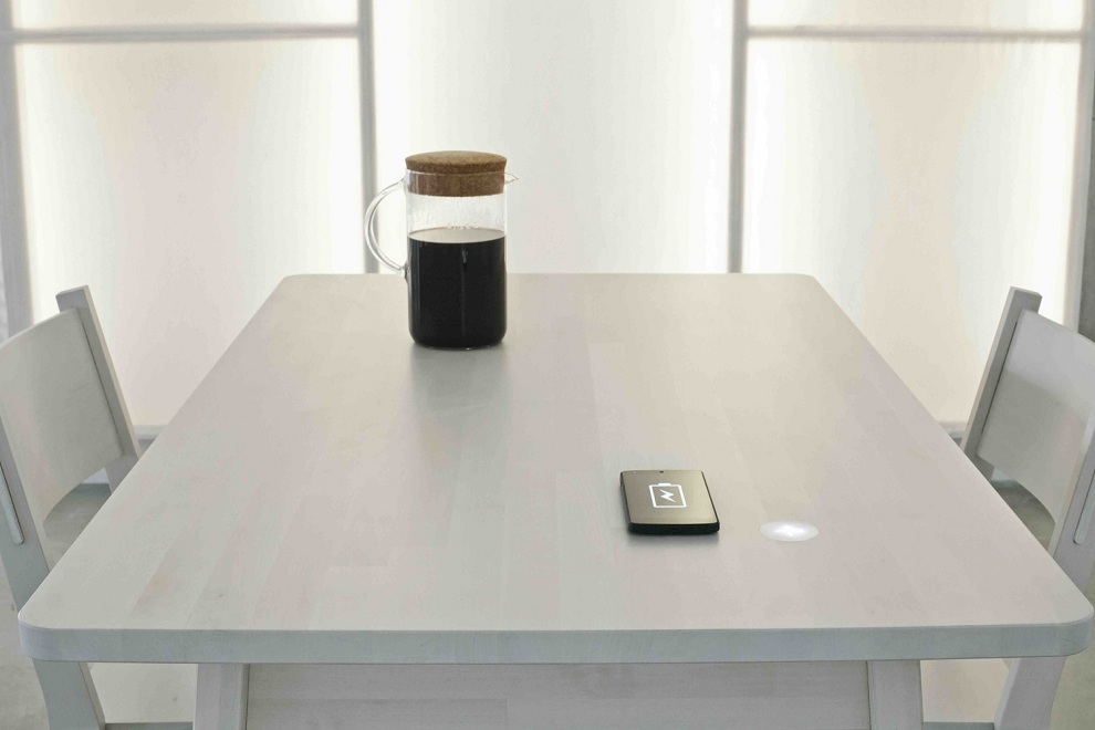 IKEA smartphone charging table (1)