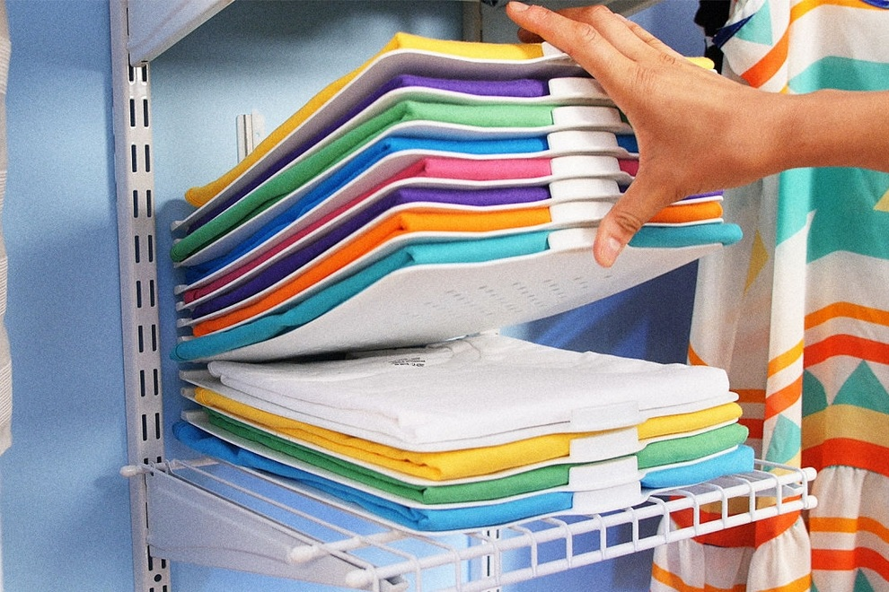 ThreadStax  Magnetically Organizes your Closet (1)