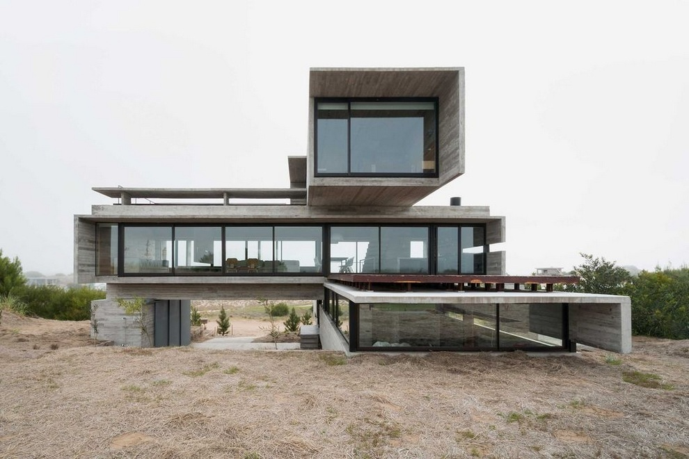 Concrete house by Luciano Kruk (1)