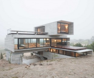Concrete house by Luciano Kruk (11)