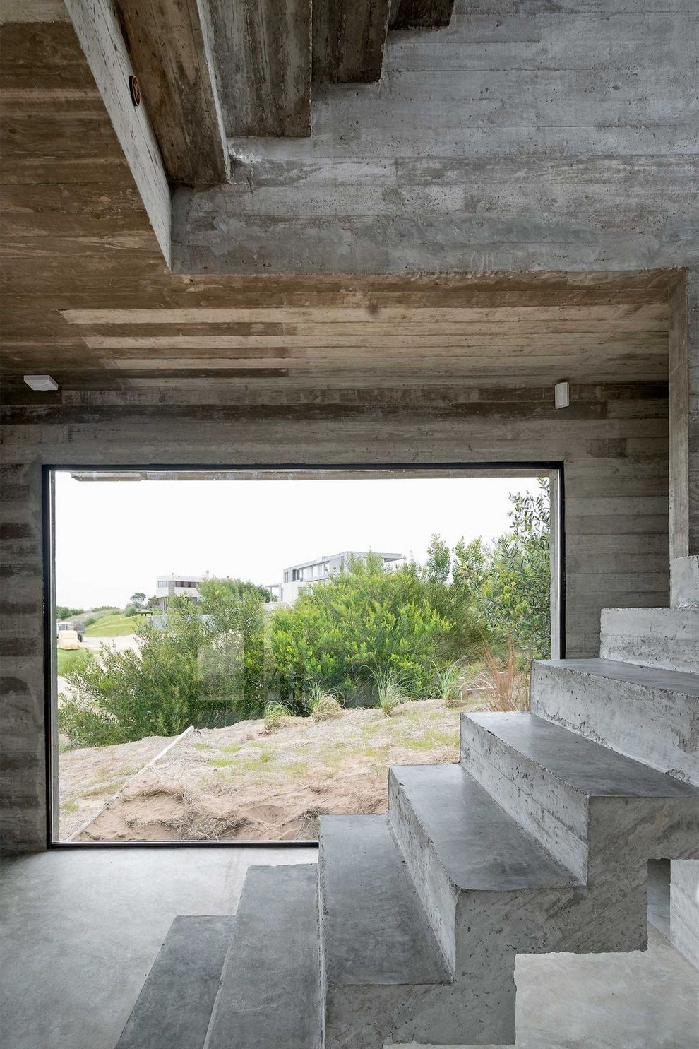 Concrete house by Luciano Kruk (14)