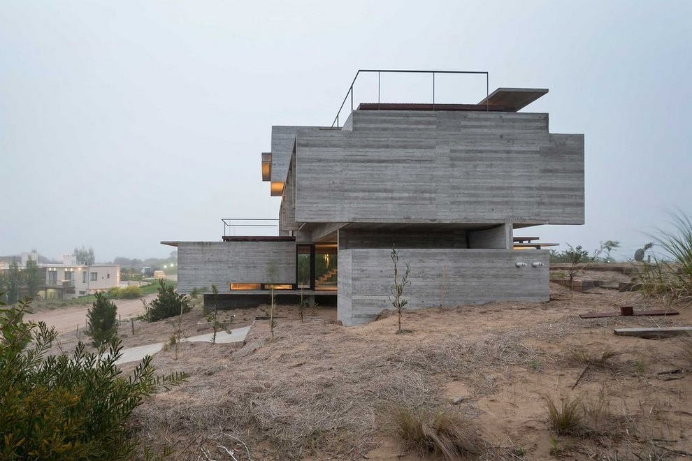 Concrete house by Luciano Kruk (2)