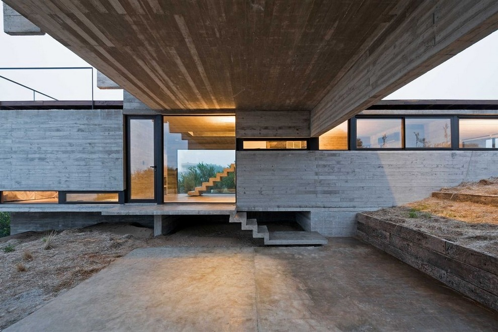 Concrete house by Luciano Kruk (3)