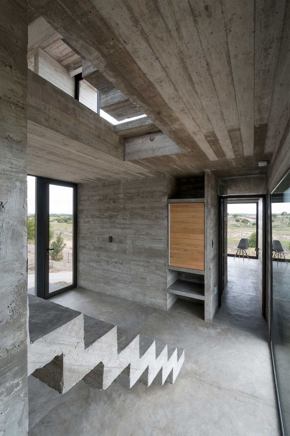 Concrete house by Luciano Kruk (7)