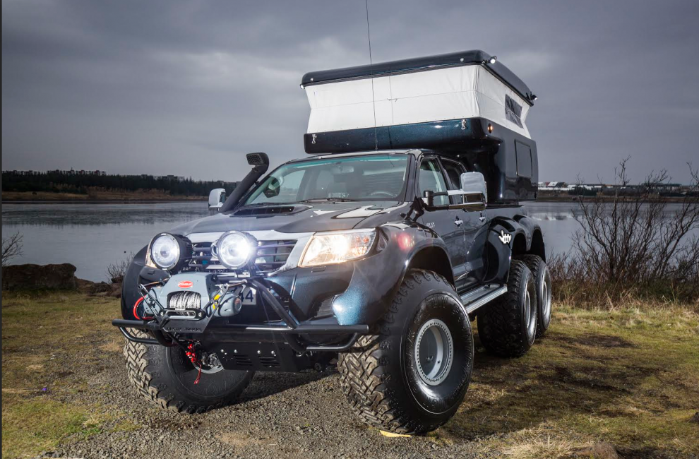 Hilux AT44 6×6 by Arctic Trucks (1)