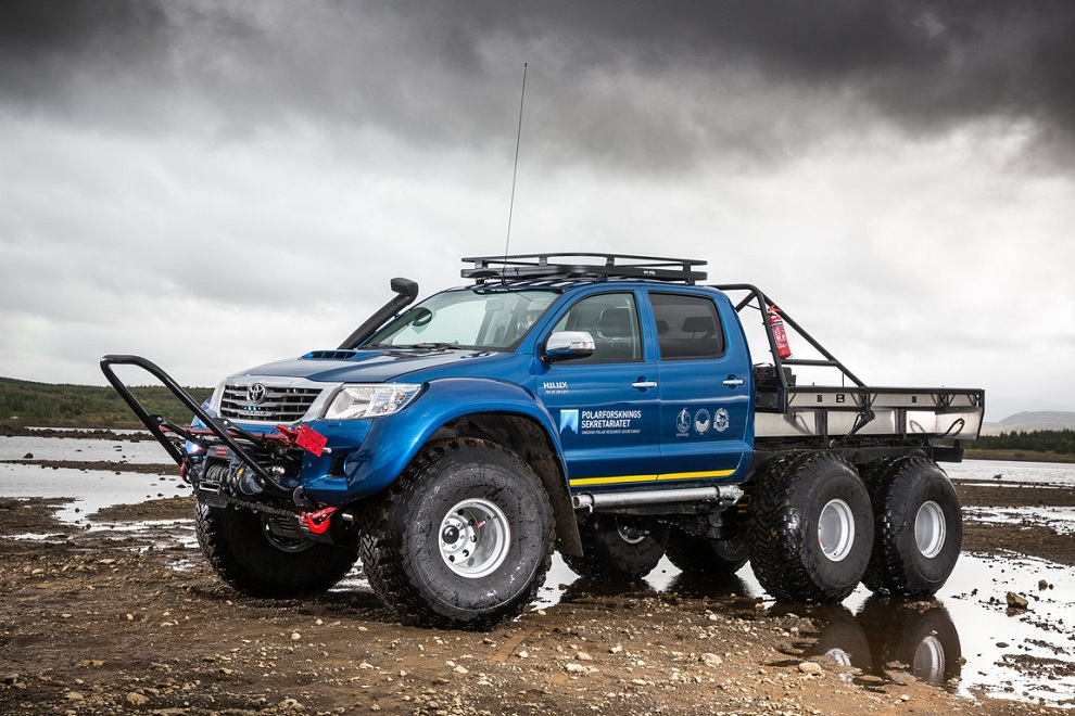 Hilux AT44 6×6 by Arctic Trucks (5)