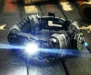 The EDC Prepper - Paracord Bracelet With LED Light, Fire Starter and Knife (1)
