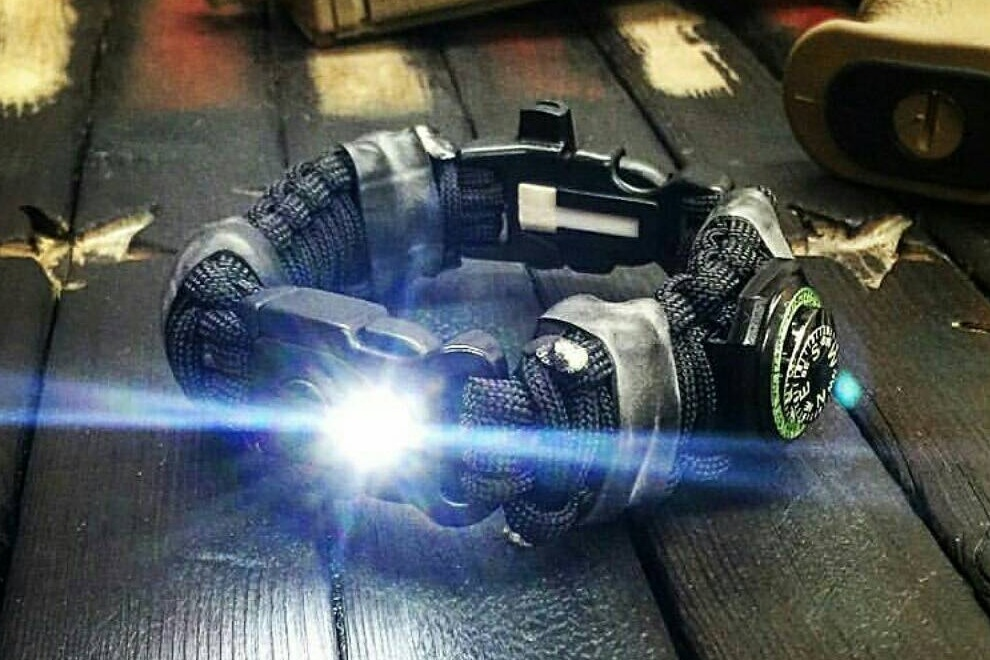 The EDC Prepper - Paracord Bracelet With LED Light, Fire Starter and Knife (1)