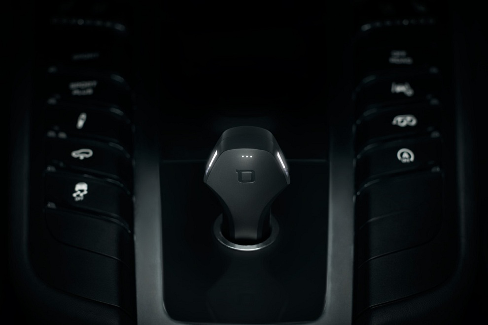 ZUS - The Truly Smart Car Charger & Car Locator (2)