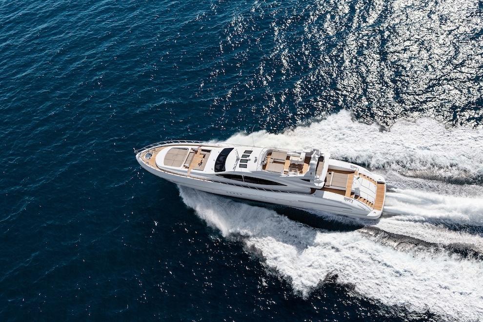 mangusta 132 yacht