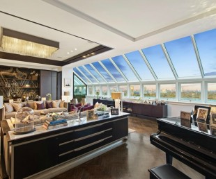 the-palatial-apartment-has-been-offered-for-sale-four-times-over-the-last-decade