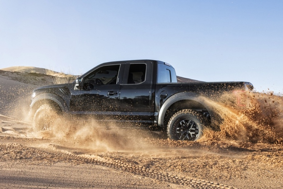 2017 Ford F-150 Raptor Supercrew Truck (3)