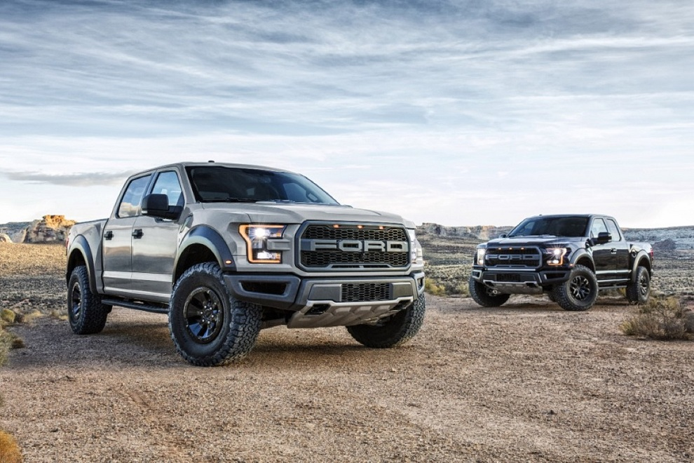 2017 Ford F-150 Raptor Supercrew Truck (4)