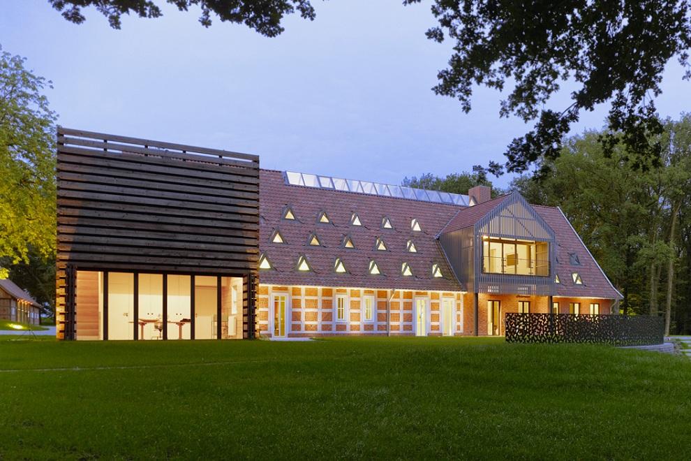 Hallenhaus by Reichel Architekten
