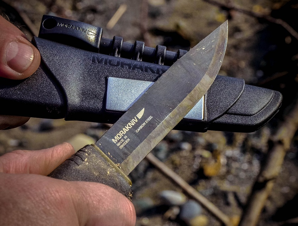 Morakniv Bushcraft Carbon Steel Survival Knife with Fire Starter and Sheath (4)