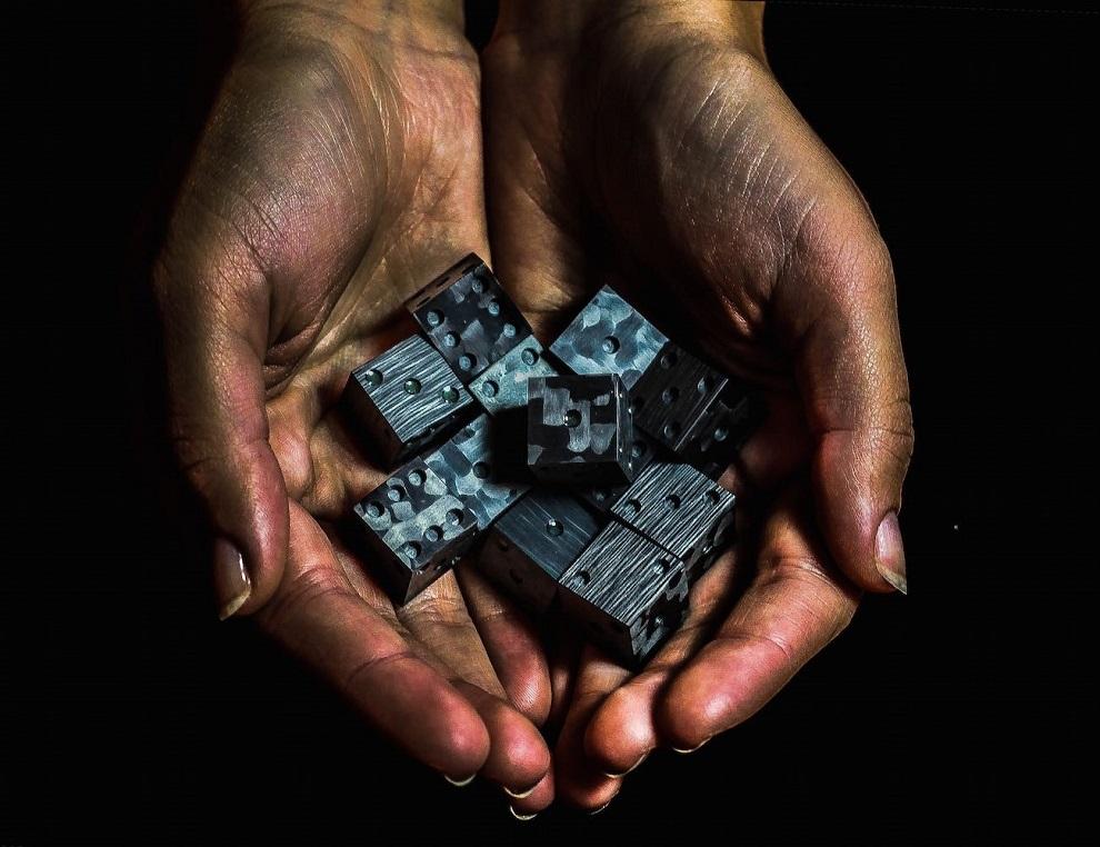 CotoCube - Carbon Fiber Glow In The Dark Dice (4)