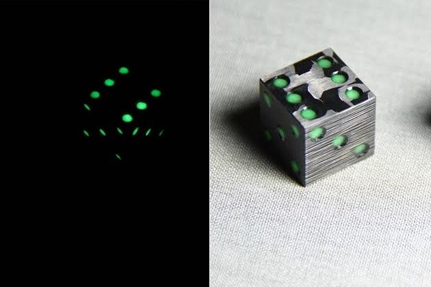 CotoCube - Carbon Fiber Glow In The Dark Dice (5)