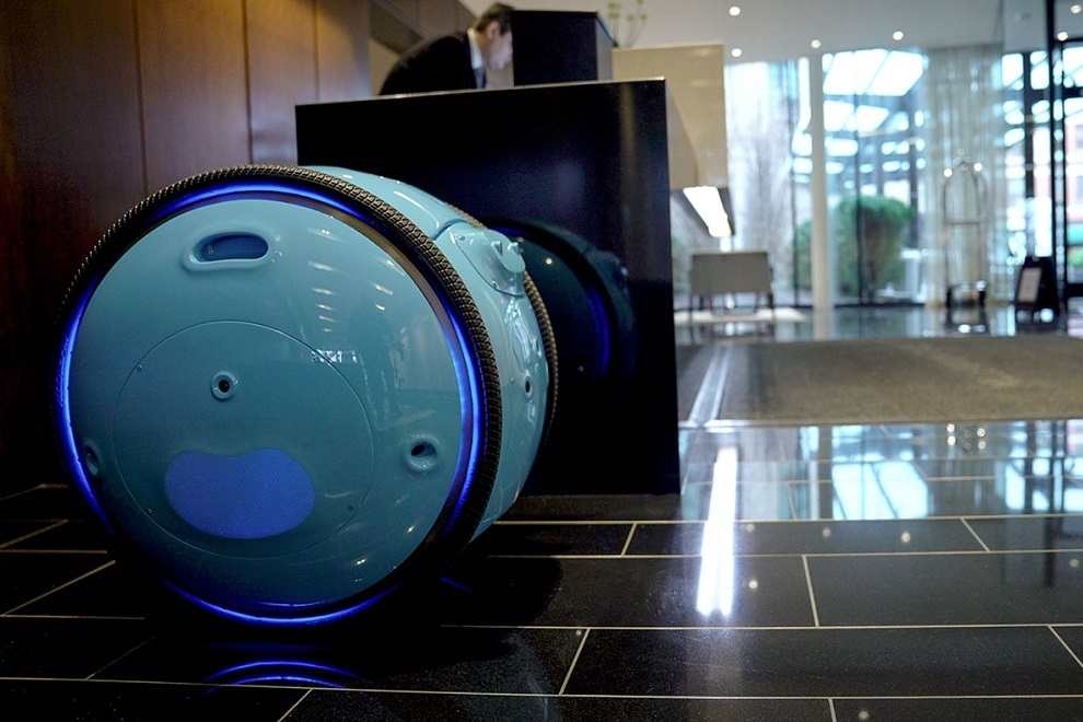 Piaggio s New Cargo Robot Gita will Now Carry Your Luggage (8)