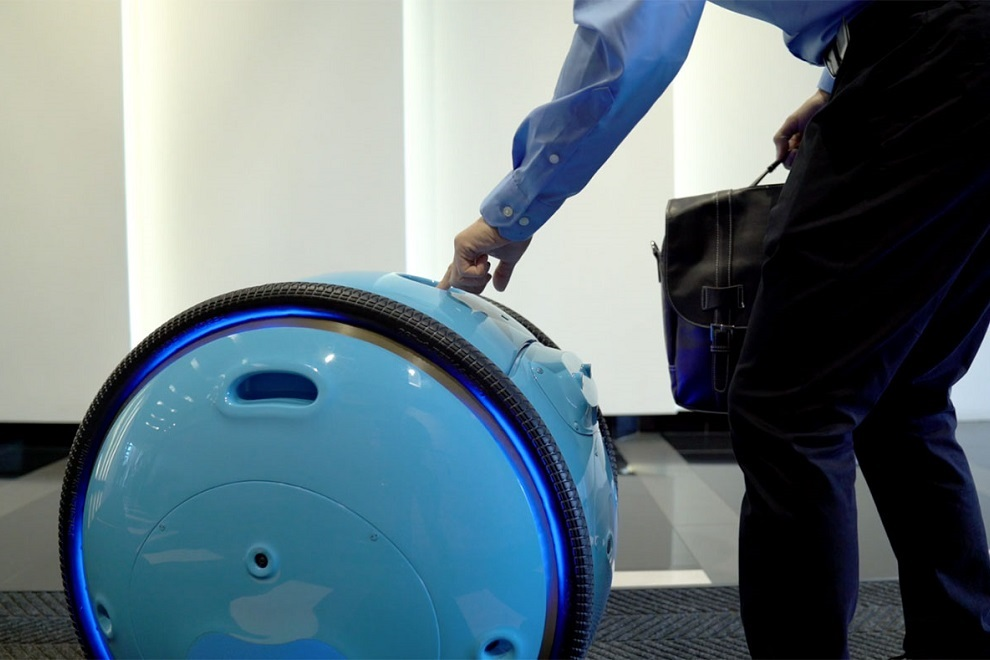 Piaggio s New Cargo Robot Gita will Now Carry Your Luggage (2)