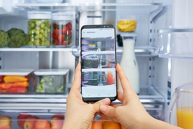 Samsung Galaxy S8 & S8+ camera taking picture of refrigerator